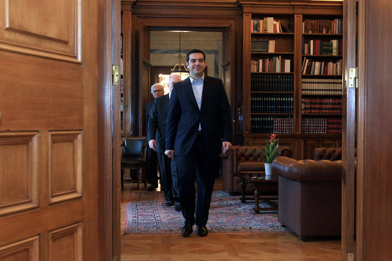 Leader of radical leftist party Syriza Alexis Tsipras (C) arrives at the Presidential Palace in Athens, on January 26, 2015. Tsipras sworn in as Prime Minister before the President of Republic Karolos Papoulias. AFP PHOTO / POOL / SIMELA PANTZARTZI