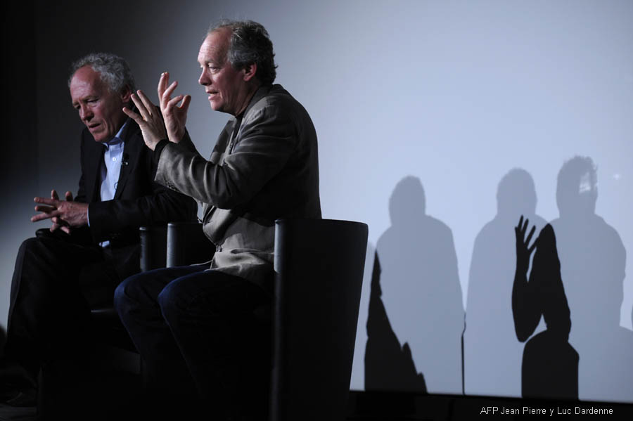 Belgian directors Luc (R) and Jean-Pierre Dardenne give a cinema lesson during the 62nd Cannes Film Festival on May 19, 2009.  AFP PHOTO / ANNE-CHRISTINE POUJOULAT