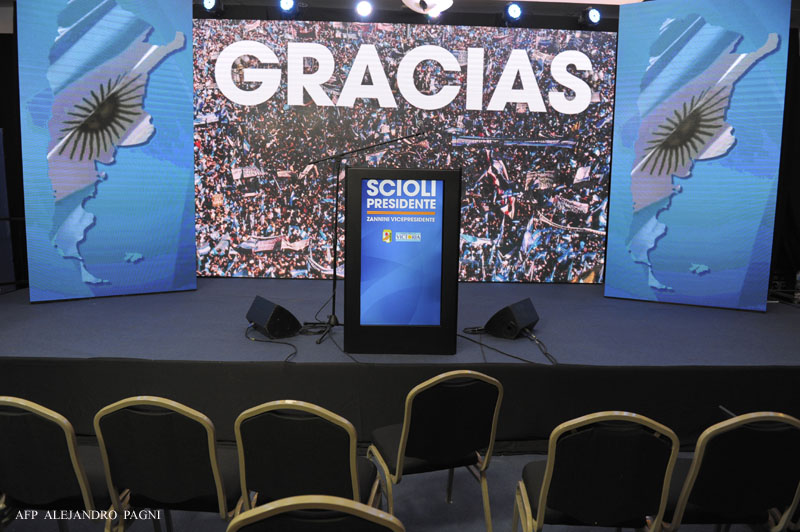 View of the already void stage at presidential candidate Daniel Scioli's headquarters at the end of his run-off election against Mauricio Macri, in Buenos Aires, on November 22, 2015. Leftist contender Daniel Scioli conceded defeat to pro-market leader Mauricio Macri in Argentina's presidential runoff Sunday, ending 12 years of rule by the populist Peronist movement. AFP PHOTO/ALEJANDRO PAGNI / AFP / ALEJANDRO PAGNI
