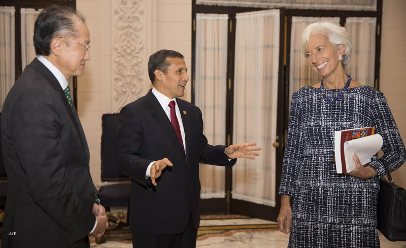 "In this handout photo release by the International Monetary Fund, Peruvian President Ollanta Humala (C) speaks with International Monetary Fund Managing Director Christine Lagarde (R) as World Bank President Jim Yong Kim looks on after a press conference at the Peruvian Government Palace during the World Bank and International Monetary Fund (IMF) Annual Meetings in Lima on October 7, 2015. AFP PHOTO/International Monetary Fund/Stephen Jaffe/ HO == RESTRICTED TO EDITORIAL USE / MANDATORY CREDIT: ""AFP PHOTO/International Monetary Fund/Stephen Jaffe/ HO""/ NO MARKETING / NO ADVERTISING CAMPAIGNS / DISTRIBUTED AS A SERVICE TO CLIENTS =="