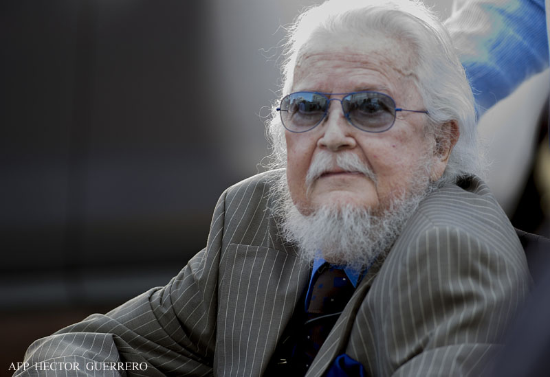 Mexican writer Fernando del Paso arrives at the University of Guadalajara, in Guadalajara, Mexico, on November 12, 2015. Del Paso, 80, was awarded today the 2015 Cervantes Prize. AFP PHOTO/HECTOR GUERRERO