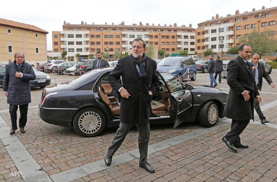 Leader of the ruling Popular Party (PP) and Spanish acting Prime Minister Mariano Rajoy arrives to the regional headquarters of the PP in Castilla y Leon for a meeting with the chairman of the board and the regional secretary at the Hotel Palacio de Santa Ana in Valladolid on January 29, 2016. Spain's acting Prime Minister Mariano Rajoy is scrabbling to cling to power, after the PP won the general elections in December without the absolute majority, but a relentless series of scandals engulfing his conservative Popular Party (PP) may well be the final blow to his hopes.  AFP PHOTO / CESAR MANSO / AFP / CESAR MANSO