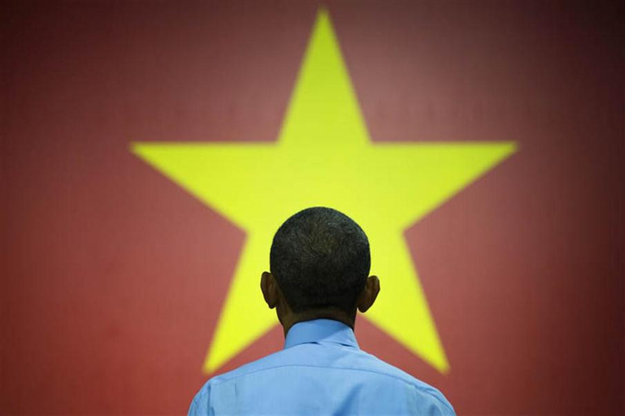 US President Barack Obama speaks at the Young Southeast Asian Leaders Initiative town hall event in Ho Chi Minh City on May 25, 2016. Obama urged communist Vietnam on May 24 to abandon authoritarianism, saying basic human rights would not jeopardise its stability, after Hanoi barred several dissidents from meeting the US leader. / AFP PHOTO / JIM WATSON