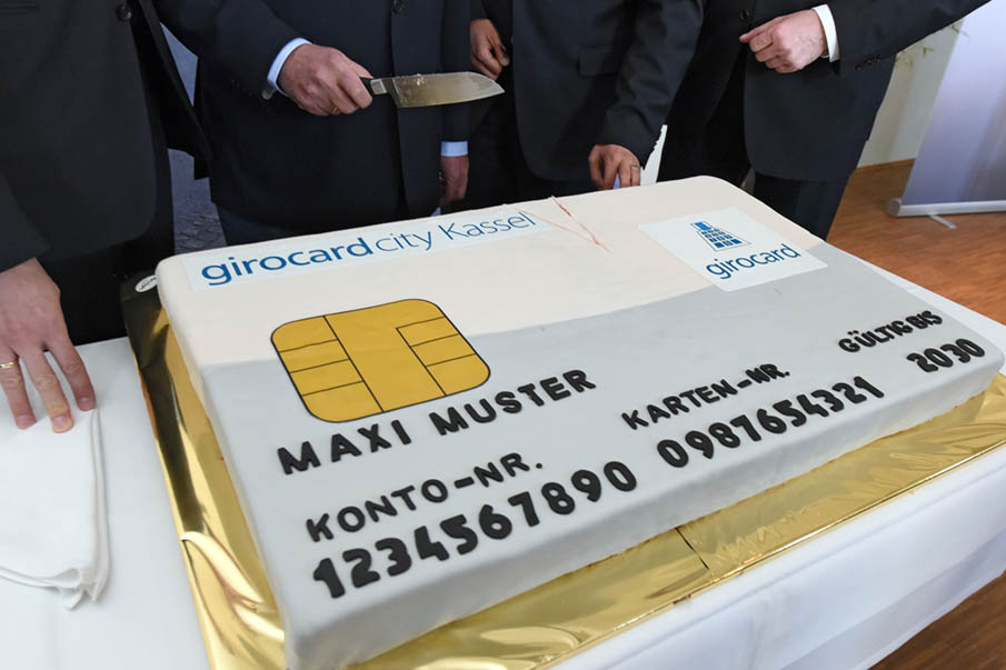 A large cake in the shape of the 'Girocard City' sits on a table at a press conference in Kassel, Germany, 20 April 2016. Contactless paying and other innovations related to the giro card will be soon be tested in†Kassel. Before innovations are implemented throughout Germany, the German credit services sector is testing the suitability of the functions for daily use. Photo:†UWE†ZUCCHI/dpa