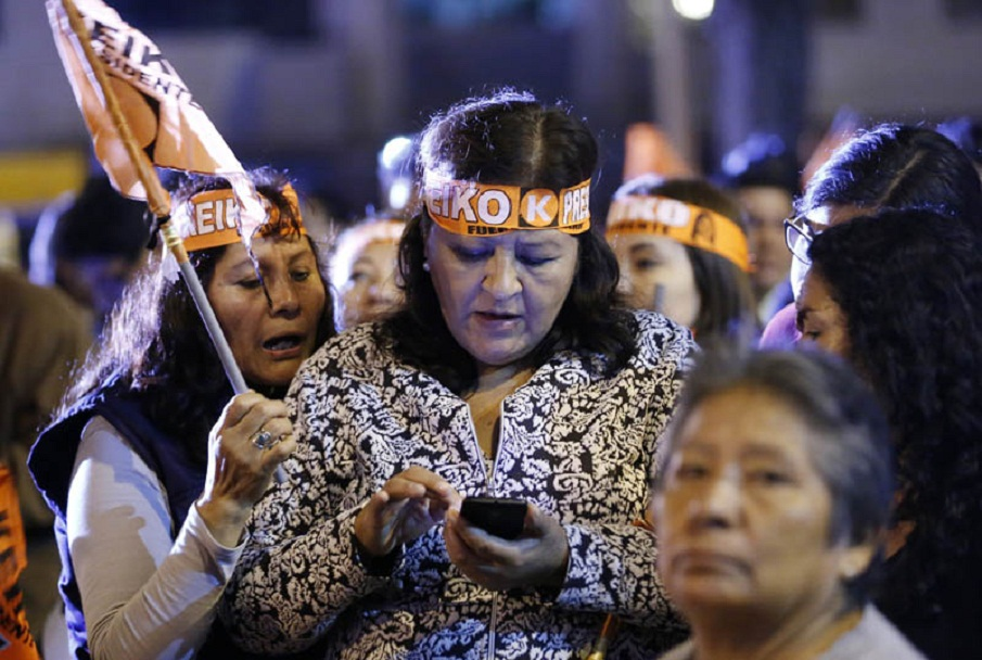 """Supporters of Keiko Fujimori, the presidential candidate of the """"Fuerza Popular"""" party, react as news starts to arrive that the polls have turned against their candidate in favor of her rival Pedro Pablo Kuzcynski of """"Peruanos por el Kambio"""", hours after voting ended in the June 5, 2016 runoff elections. Peruvians voted Sunday in a close-fought runoff election that will decide whether Kuczynski or Fujimori, the daughter of former president Alberto Fujimori, in jail for corruption and crimes against humanity, will be their new leader. / AFP PHOTO / LUKA GONZALES"""