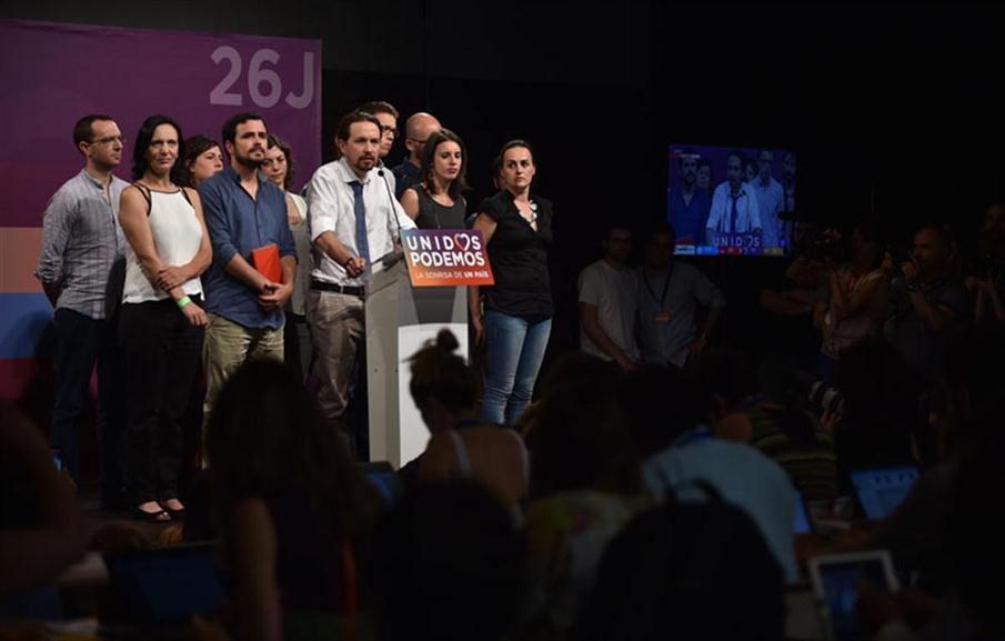 Leader of left wing party Podemos and party candidate, Pablo Iglesias (3rdR) delivers a speech flanked by left-wing party IU leader and one of the leaders of far-left formation Unidos Podemos Alberto Garzon (3rdR) and party members moments before official results at Reina Sofia square during Spain's general elections in Madrid on June 26, 2016. Spain's second elections in six months was due to conclude on June 26 in much the same way as they did in December, with the incumbent conservatives winning tailed by the Socialist party, partial results showed. / AFP PHOTO / JORGE GUERRERO