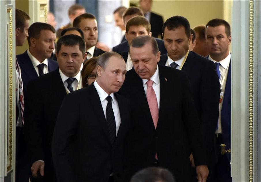 Russian President Vladimir Putin (C-L) and his Turkish counterpart Recep Tayyip Erdogan (C-R) enter a hall to start their meeting with Russian and Turkish entrepreneurs in Konstantinovsky Palace outside Saint Petersburg on August 9, 2016.  Putin said on August 9 that restoring trade ties with Turkey will take time and work, after his first meeting with counterpart Recep Tayyip Erdogan since Ankara shot down a Russian warplane last November. / AFP PHOTO / ALEXANDER NEMENOV