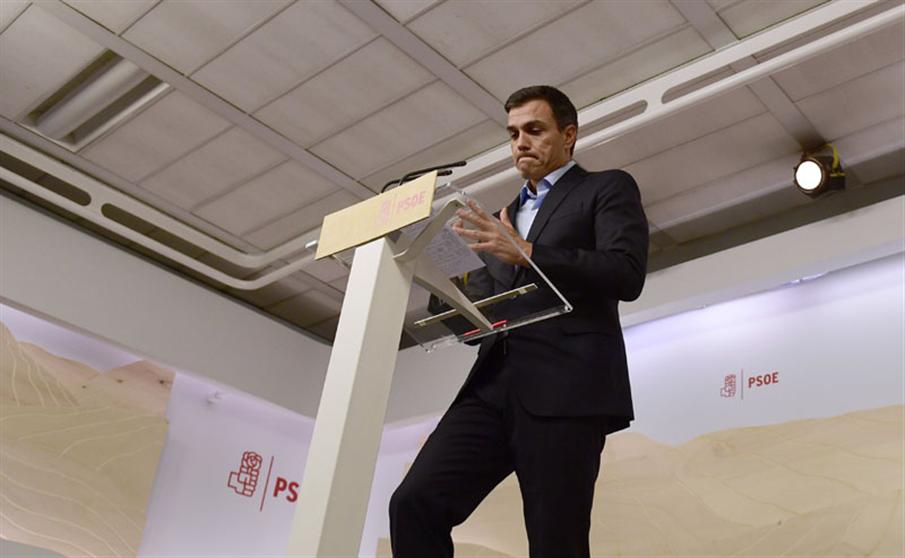 Spanish Socialist Party (PSOE) leader Pedro Sanchez looks downwards as he gives a press conference at the party headquarters in Madrid on September 26, 2016 a day after regional elections in the Basque Country and Galicia. Spain's Socialist leader said today he maintained his refusal to let conservative acting Prime Minister Mariano Rajoy form a new government despite heavy losses for the centre-left party in Basque and Galician regional elections.    / AFP PHOTO / PIERRE-PHILIPPE MARCOU